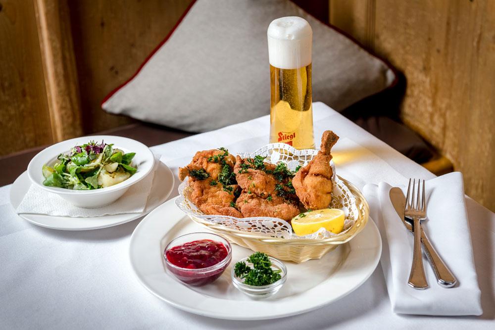Wiener Backhendl mit Bier IMLAUER HOTEL PITTER Salzburg