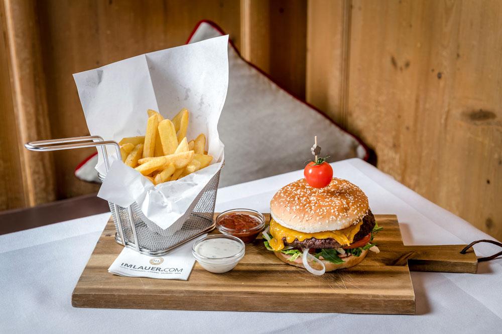 Handgemachte Burger und Pommes IMLAUER HOTEL PITTER Salzburg