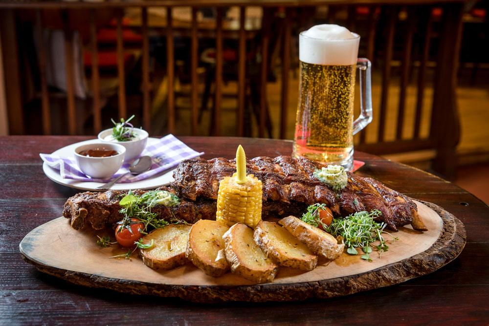 Saftige Ripperl und Bier IMLAUER HOTEL PITTER Salzburg