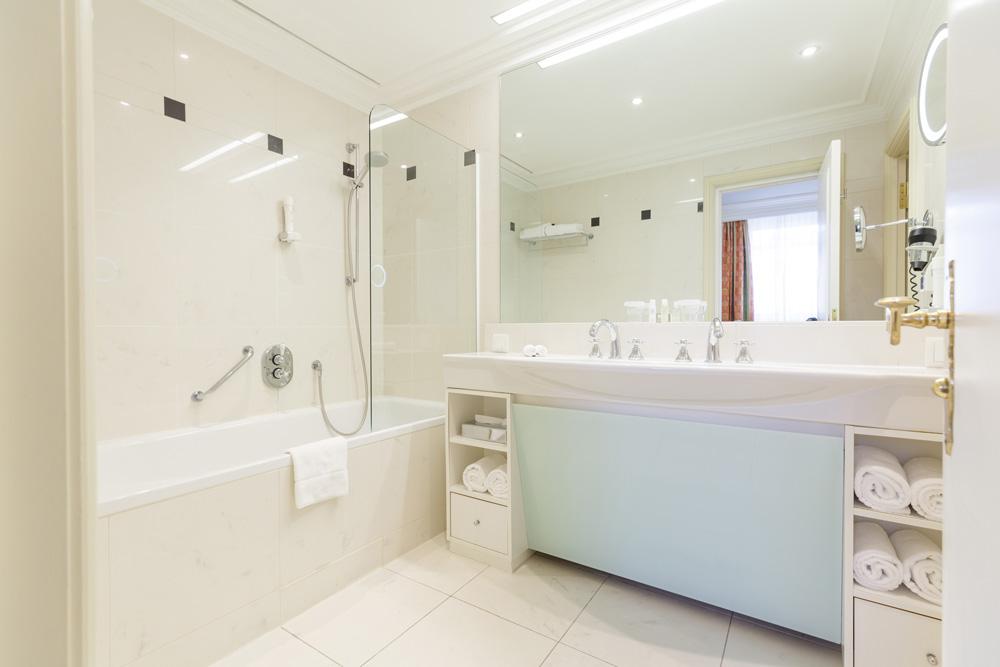 Badewanne mit Duschkopf IMLAUER HOTEL PITTER Salzburg