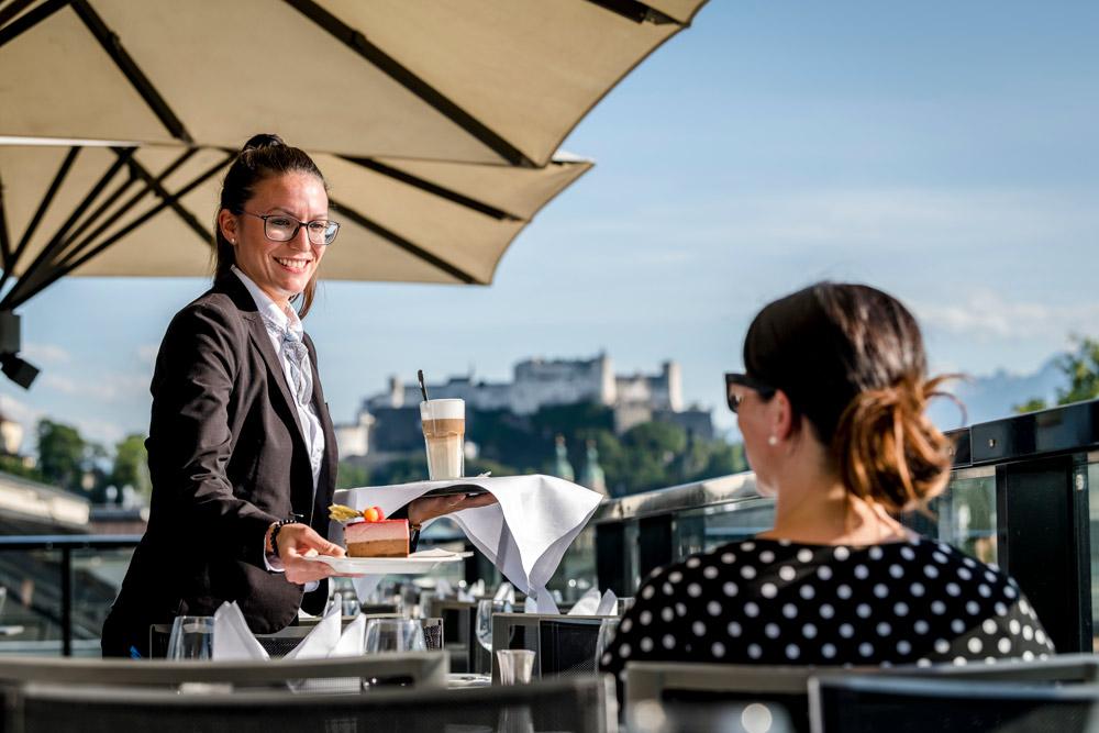 Sky Bar Kulinarik mit Ausblick IMLAUER HOTEL PITTER Salzburg
