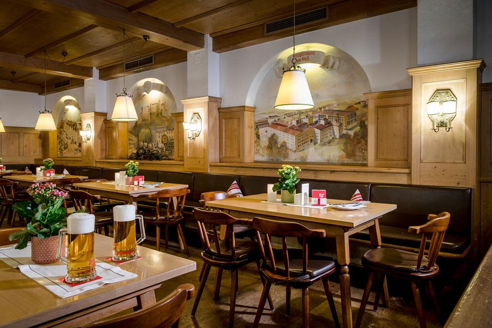 Braurestaurant zwei bier im gastraum IMLAUER Hotel Salzburg