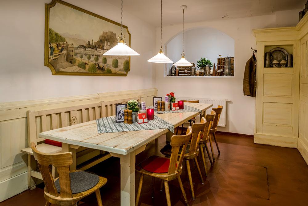Pitterkeller Stammtisch mit rustikalem Ambiente IMLAUER HOTEL PITTER Salzburg